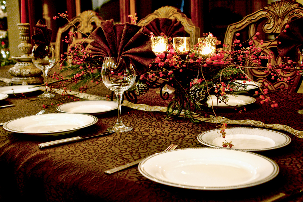 Elegant Christmas Table Top Decoration Ideas | Modern Building Design